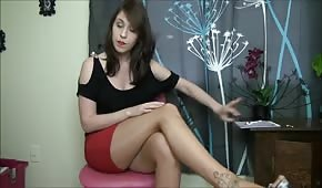 Brunette with great feet