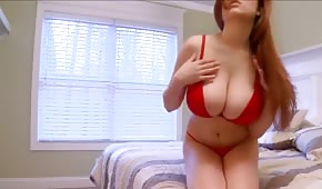 Tessa Fowler is showing her pretty body