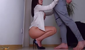 Lalunia in high heels loves sex on the stand
