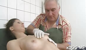 A young chick is pulling a cock in the hospital